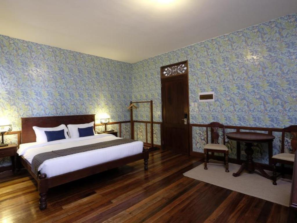 Deluxe With Breakfast - Bedroom Las Casas Filipinas de Acuzar Hotel