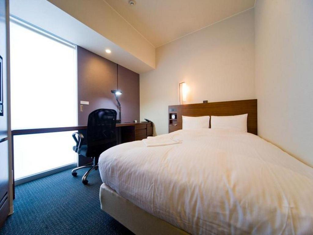 Small Double Smoking - Bed JR Inn Sapporo