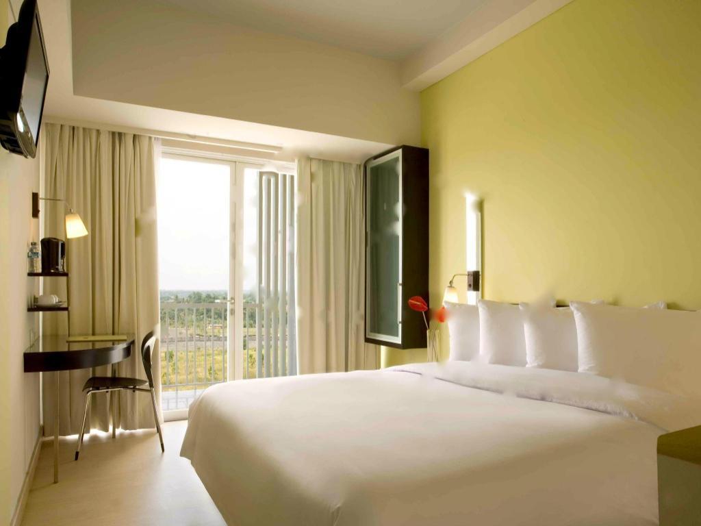 Rooms Review: Hotel Santika BSD City Serpong In Tangerang
