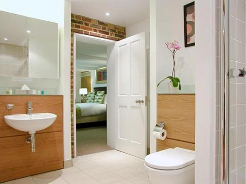 Best Price on The King's Wardrobe Serviced Apartments by ...