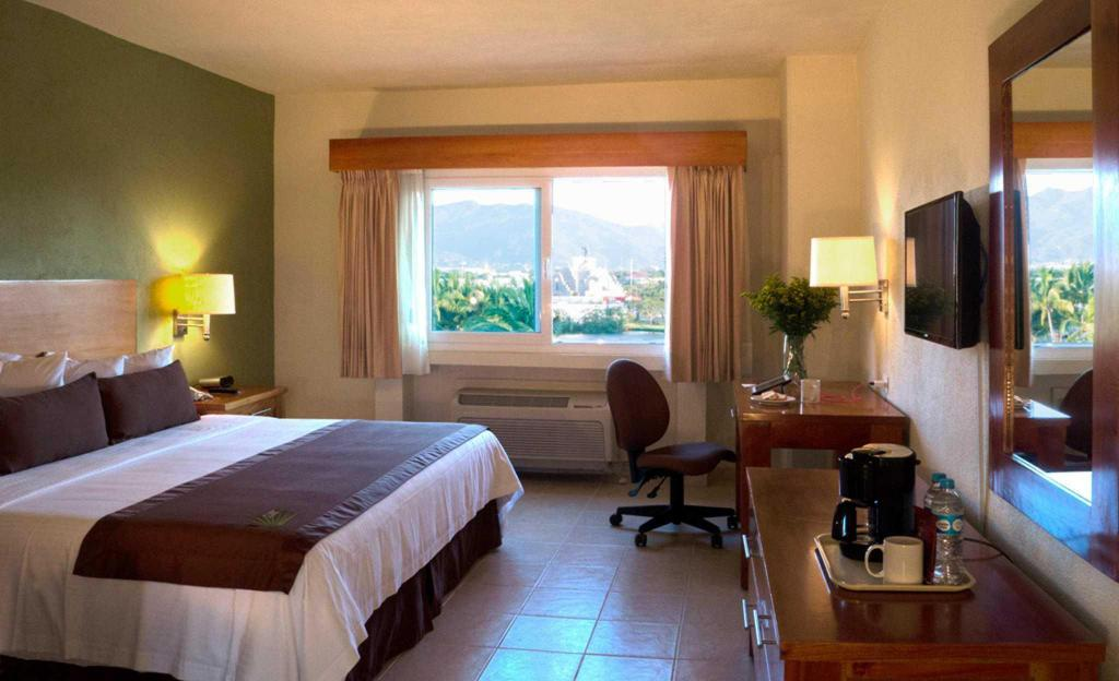 Standard with 1 King Bed - Guestroom Comfort Inn Puerto Vallarta