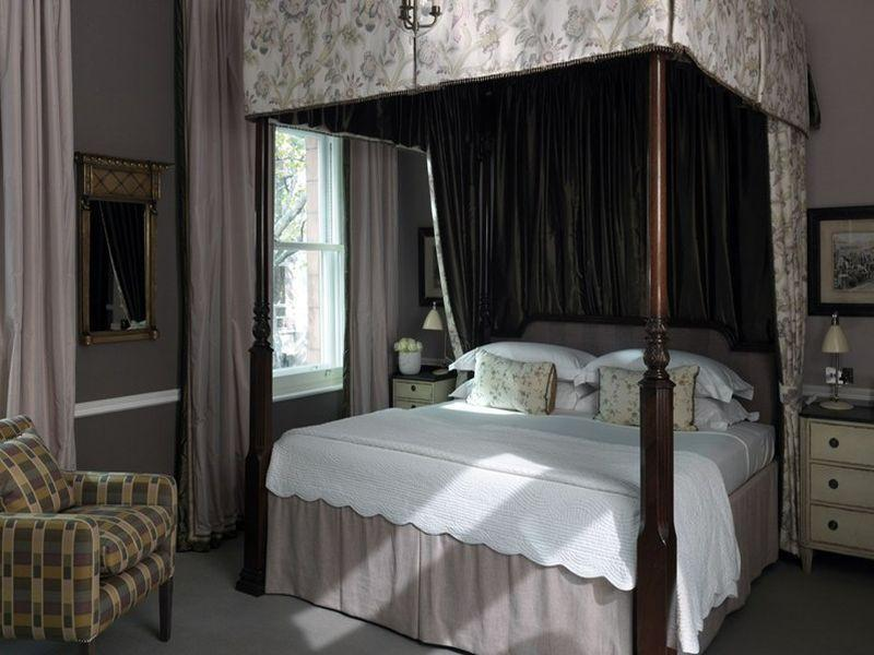 Doppelzimmer mit Himmelbett (Double Room with Four Poster Bed)