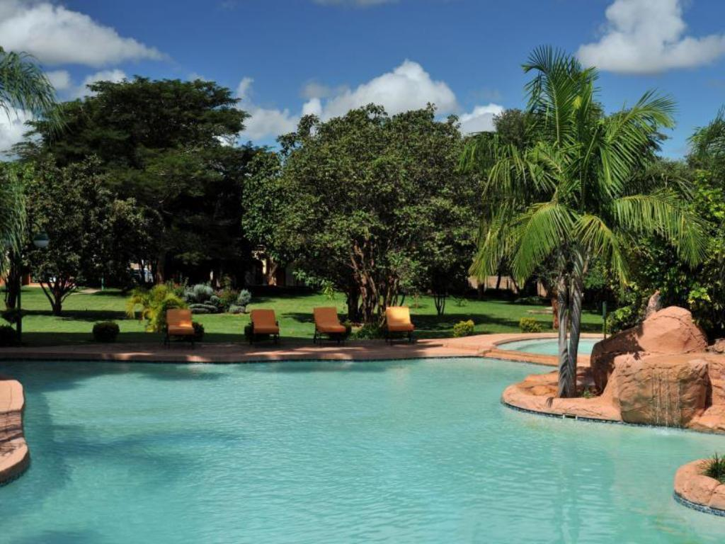 Swimming pool Cresta Golfview Hotel