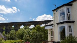 The Grange Guesthouse Cefn-Coed