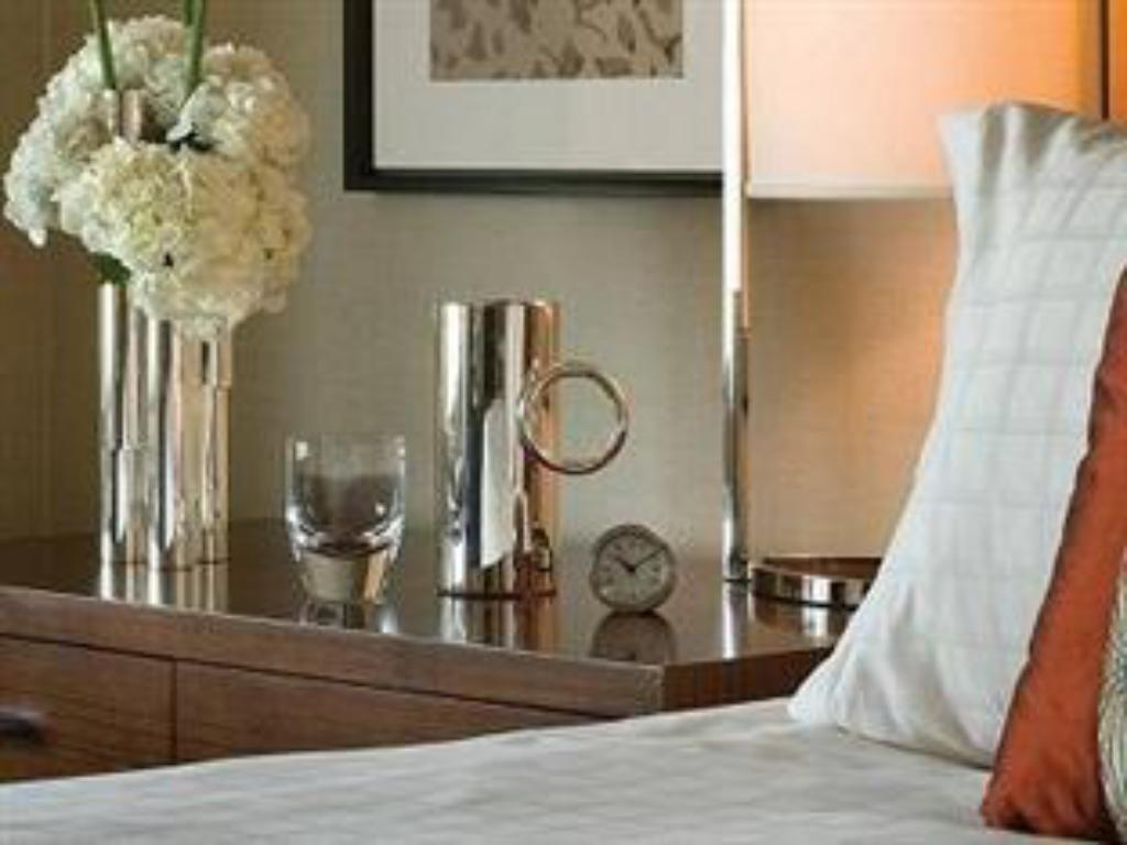 Premium Room - Guestroom Four Seasons Hotel Riyadh at Kingdom Centre