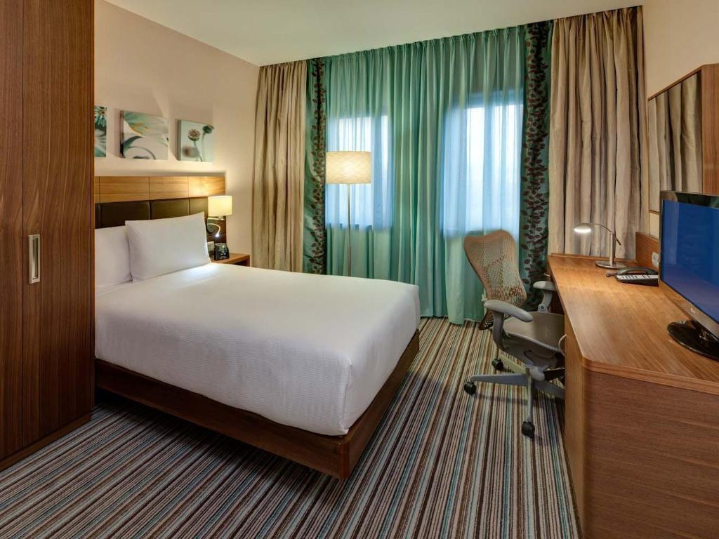 single evolution room guestroom hilton garden inn frankfurt airport - Hilton Garden Inn Frankfurt Airport