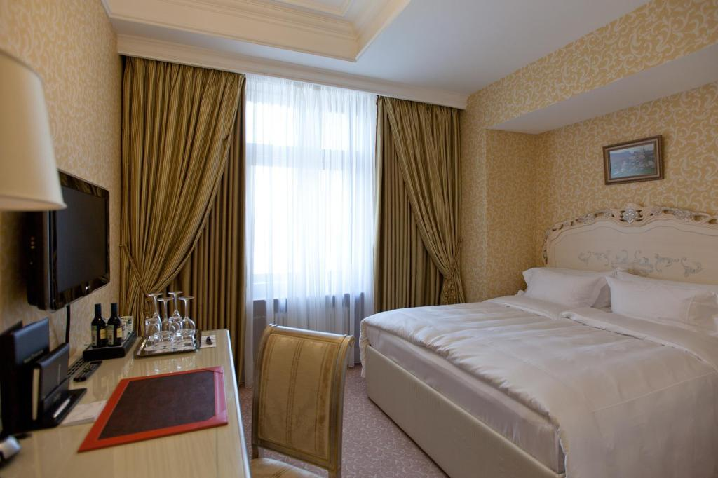Classic - Guestroom Radisson Royal Hotel Moscow