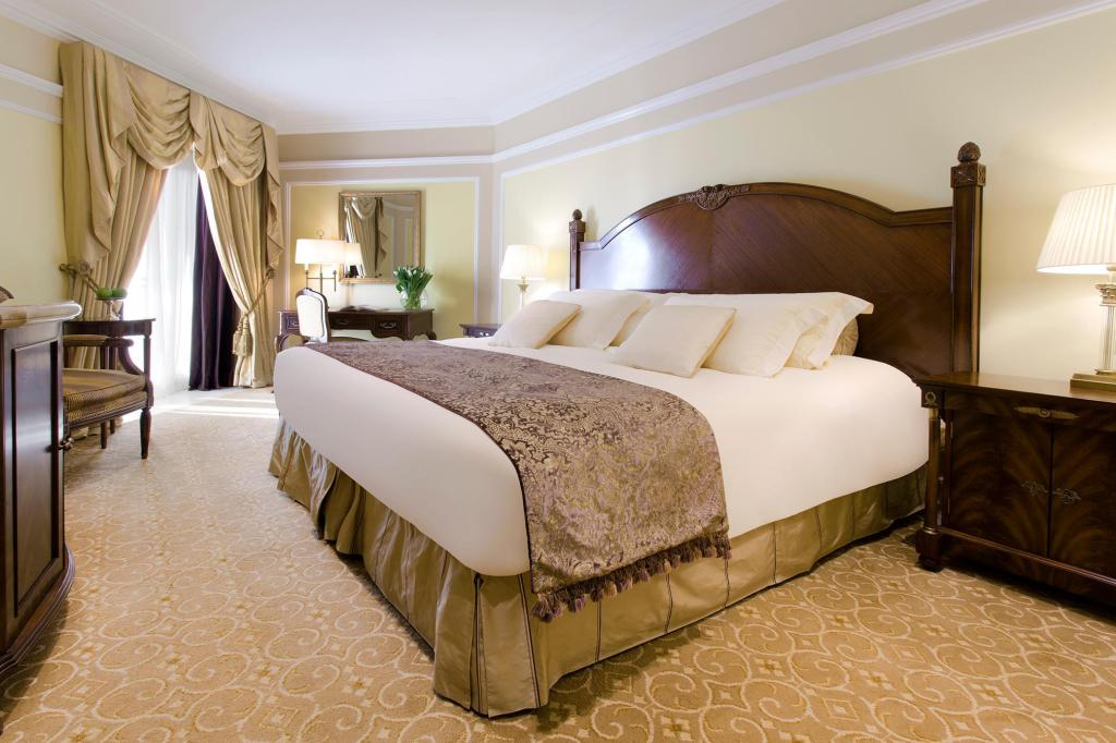 Superior Room - Bed The Regency Hotel Kuwait