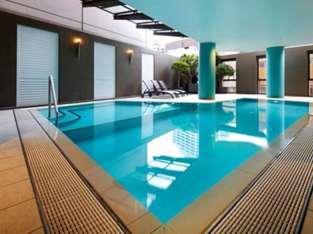 Swimming pool Adina Apartment Hotel Sydney Town Hall