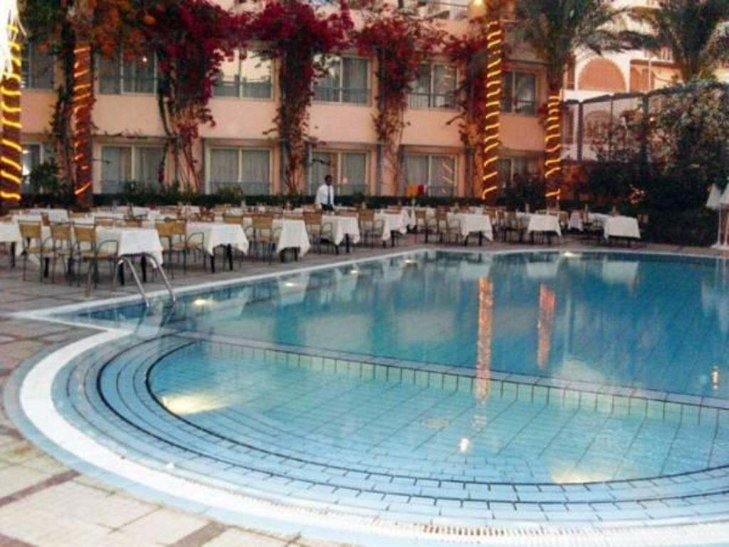 Swimming pool Sea Garden Hotel