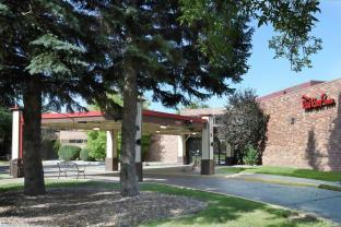 Red Roof Inn TownHouse - Grand Forks