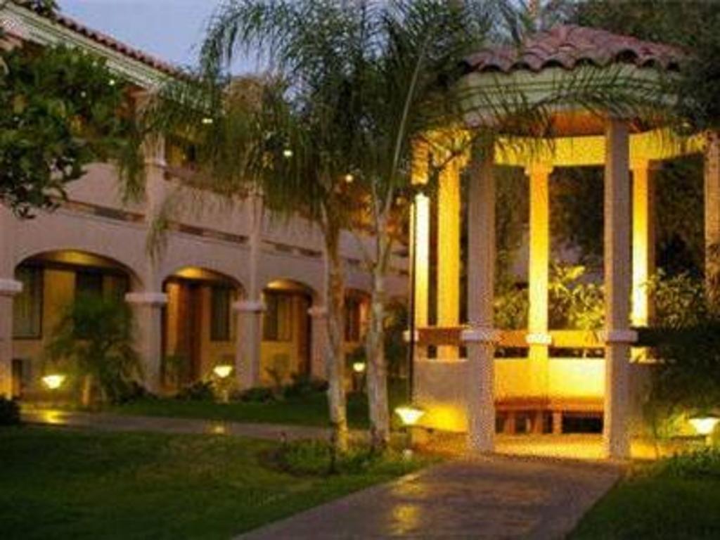 La Fuente Inn Amp Suites In Yuma Az Room Deals Photos