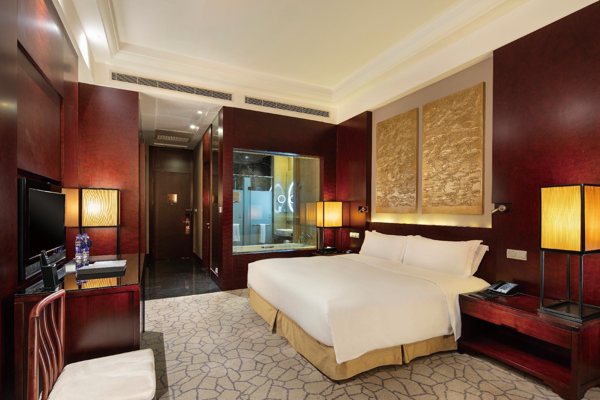 King Plus Hilton Guestroom