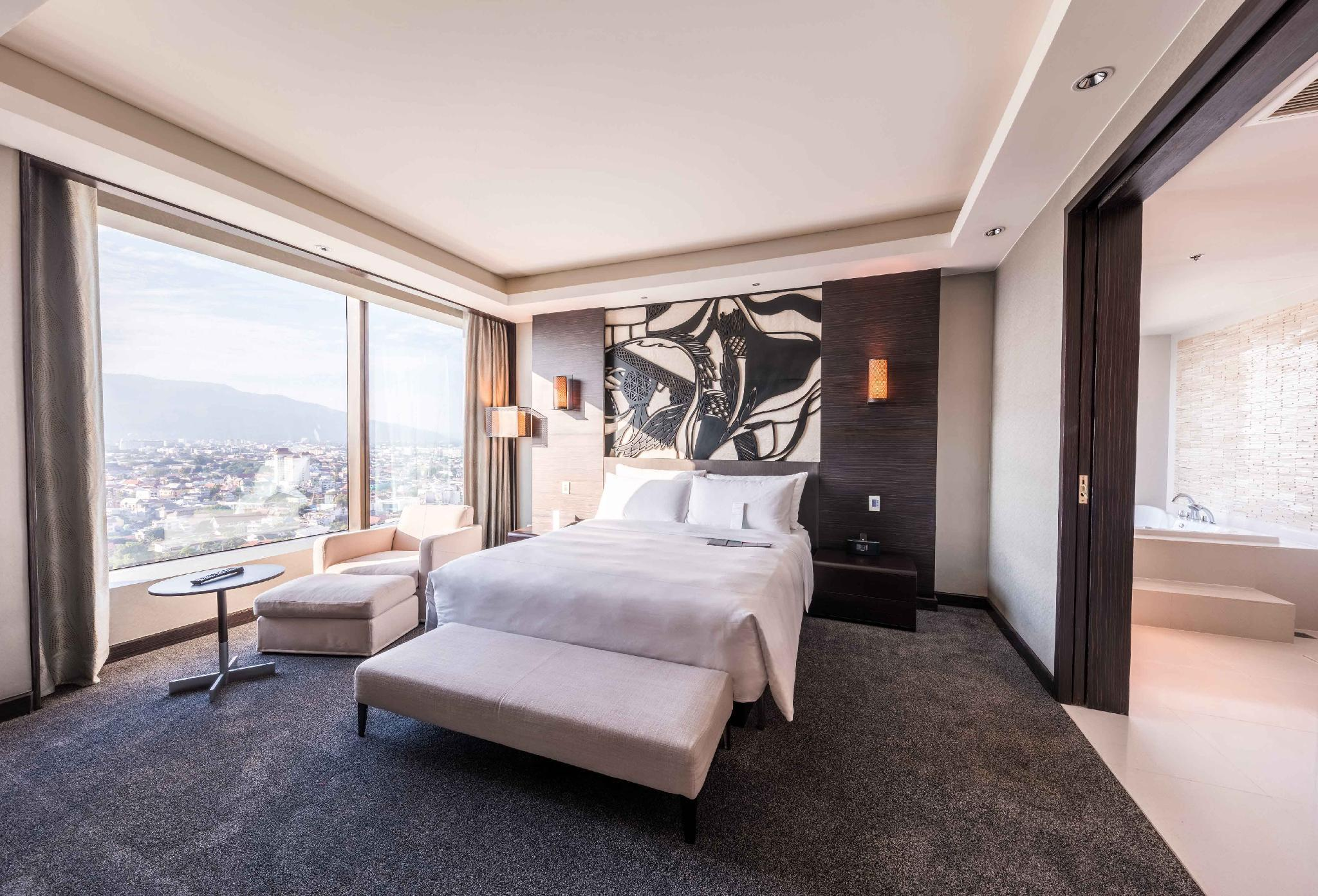 Diplomatic Suite, Club level, 1 Bedroom Executive Suite