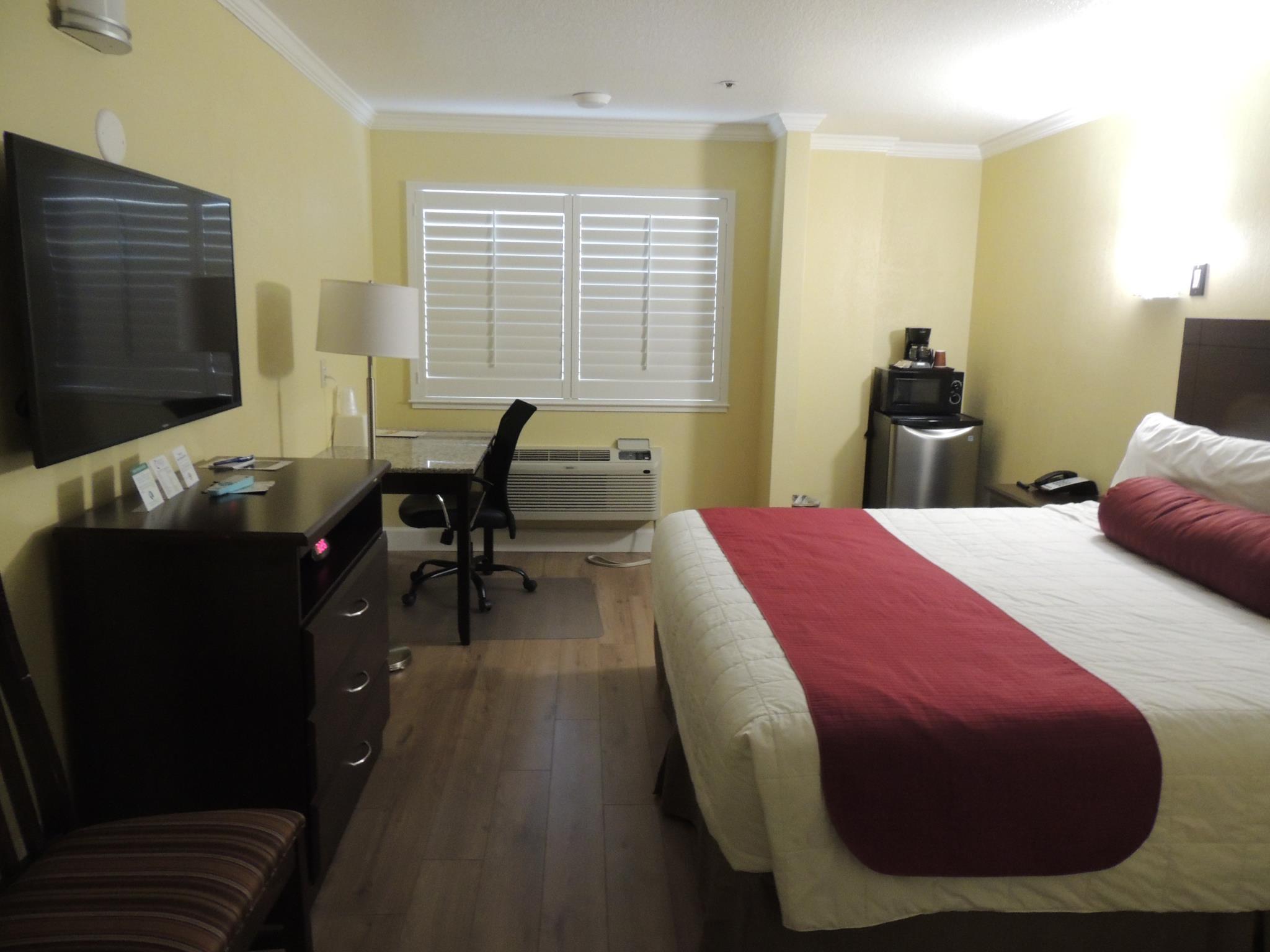 King Deluxe Room   Guestroom Pacific Inn Of Redwood City