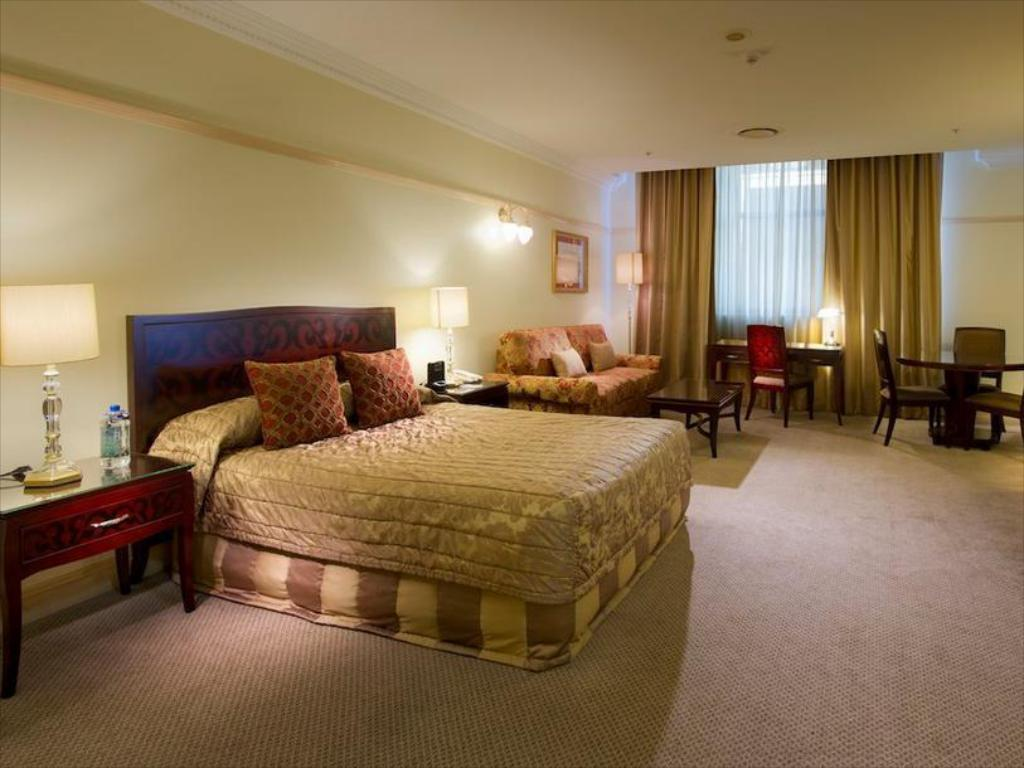 best price on royal albert apartments hotel in brisbane. Black Bedroom Furniture Sets. Home Design Ideas