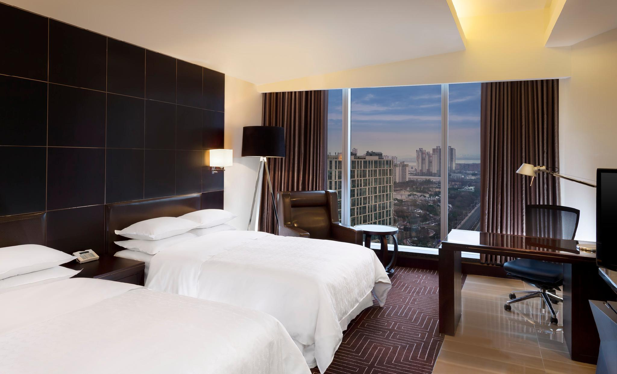 Club lounge access, Guest room, 2 Double, City view