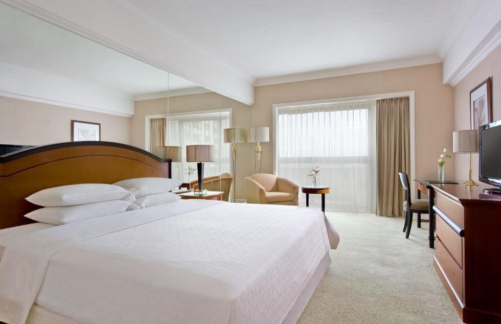 Guest room, 1 King or 1 Queen or 2 Double, City view - Bed