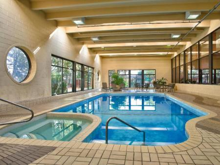 Piscină Four Points by Sheraton Toronto Airport