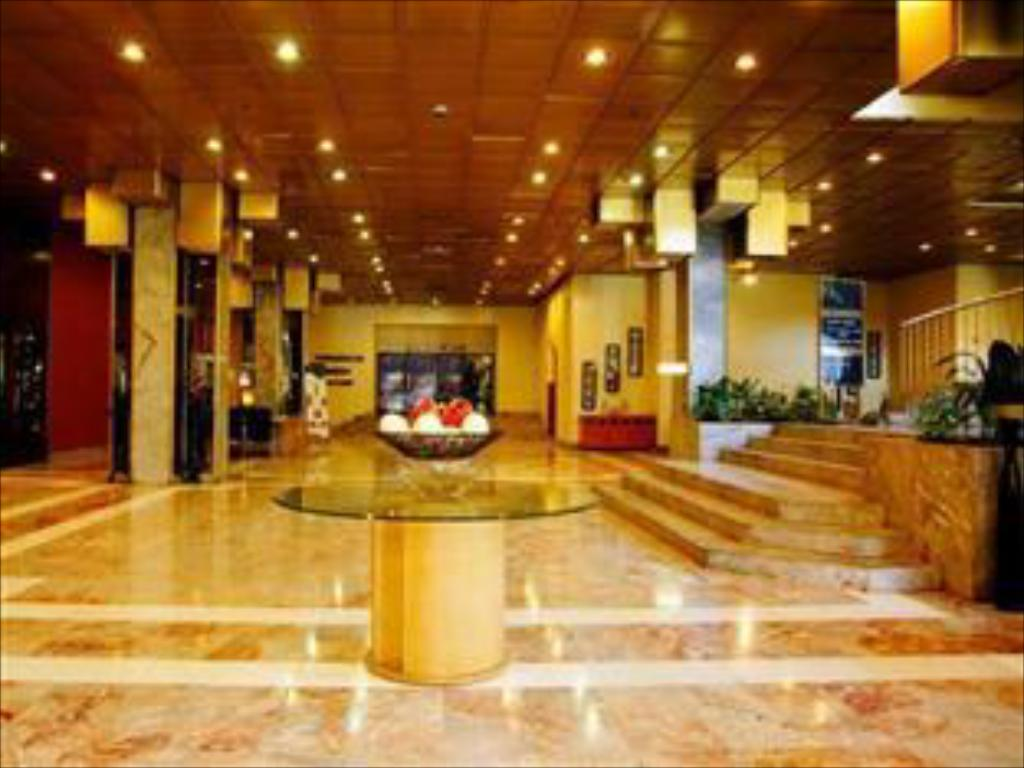 Lobby Rainbow Towers Hotel & Conference Centre