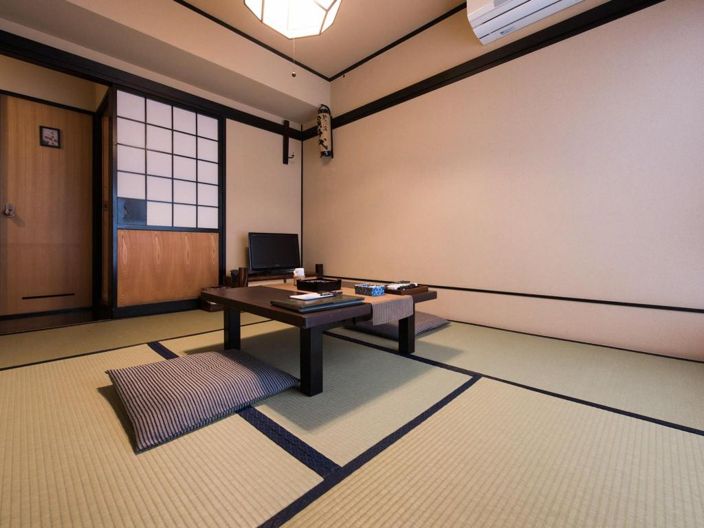Japanese Style with Bathroom 9.9sqm (SINGLE USE ONLY)