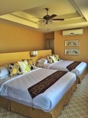 4 Bedroom Beach Front Amornphantvilla Rayong