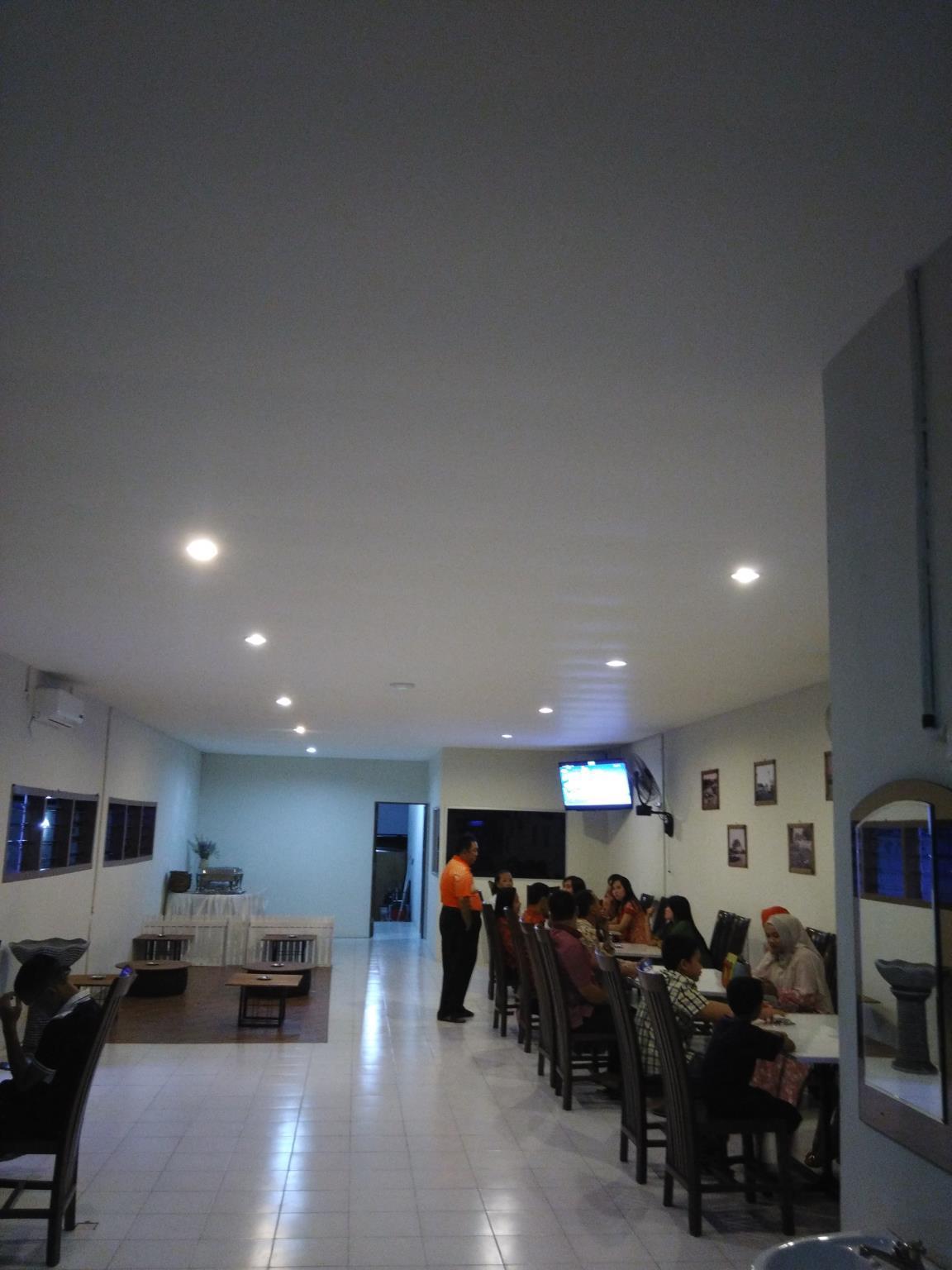 De Ritz Hotel In Surabaya Room Deals Photos Reviews