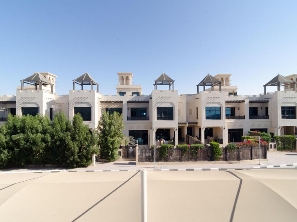 Best price on roda beach resort in dubai reviews for Top beach hotels dubai