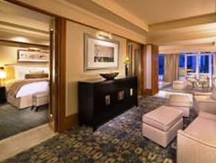 Ambassador, Club lounge access, Suite, 1 King, Balcony