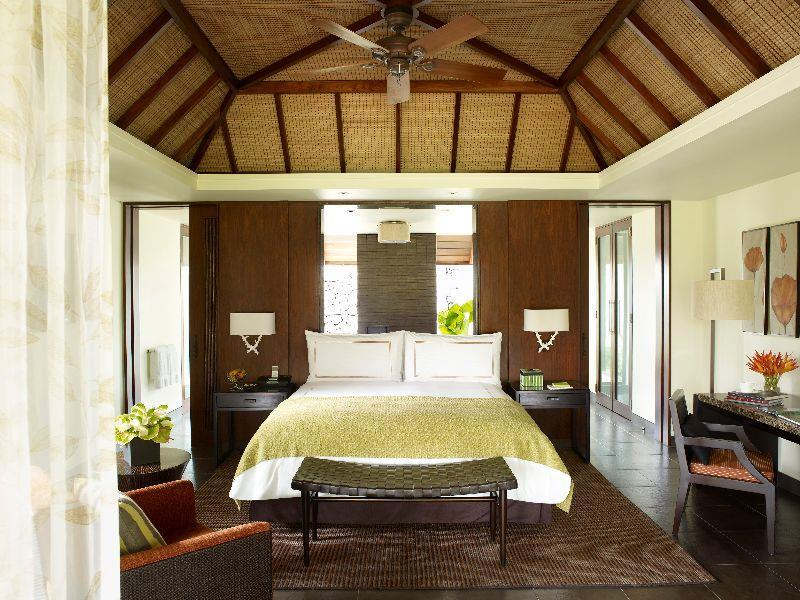 Mangrove Pool Villa king bed