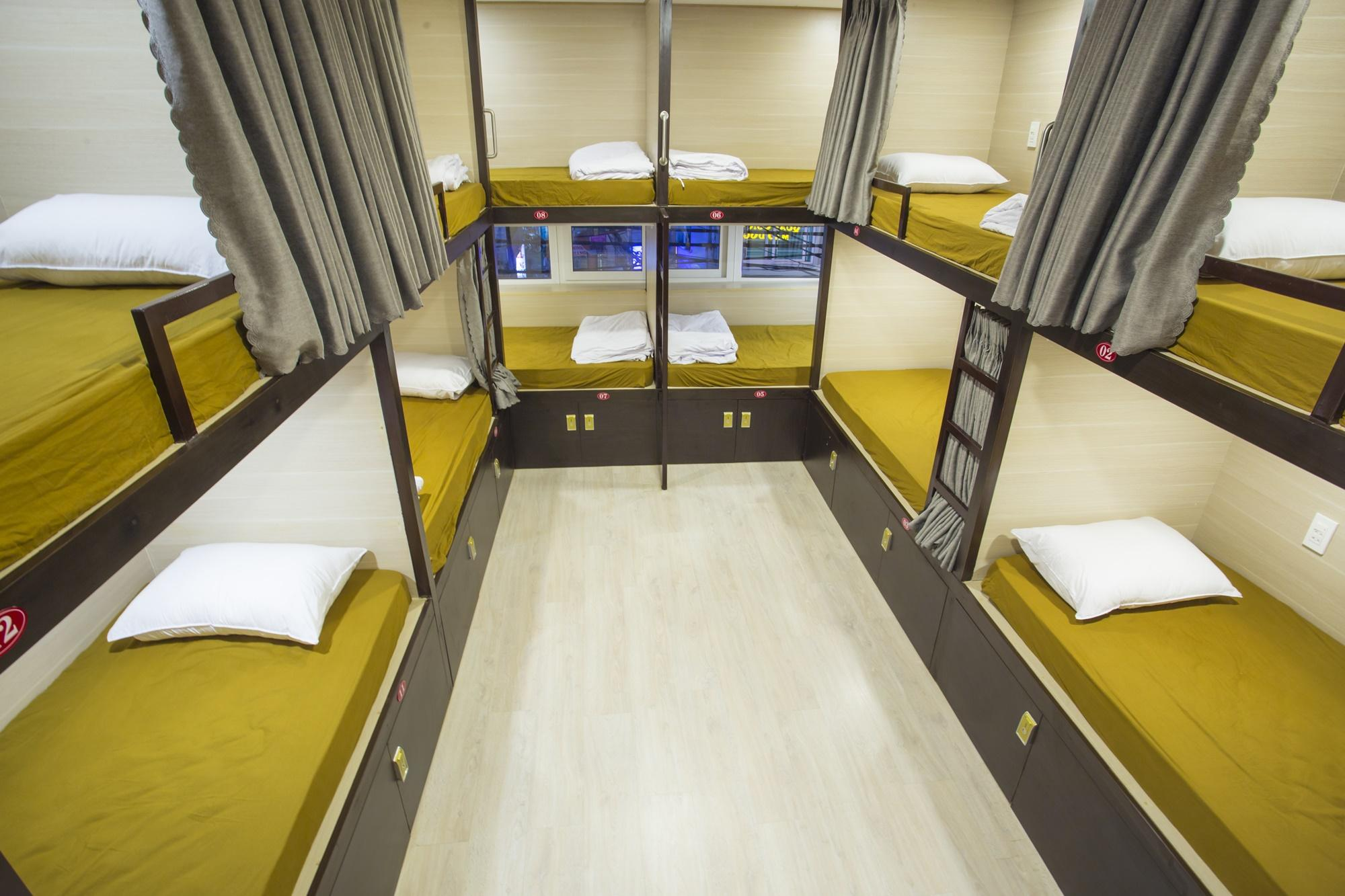 Female Dormitory 14 Bunk Beds Room