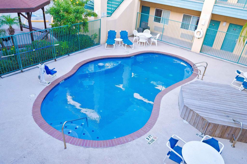 Piscina exterior Texas Inn and Suites-Rio Grande Valley