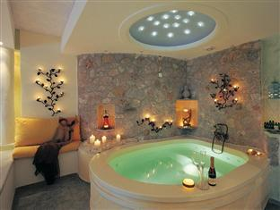 Honeymoon Suite with private Jacuzzi