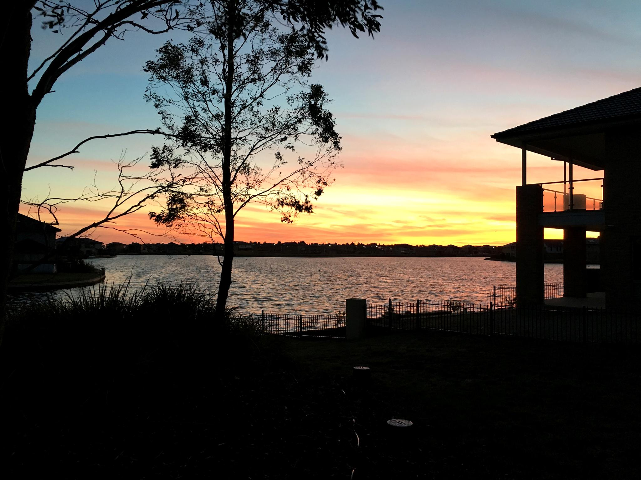 henrrison sanctuary lakes resort deluxe lake view house. Black Bedroom Furniture Sets. Home Design Ideas