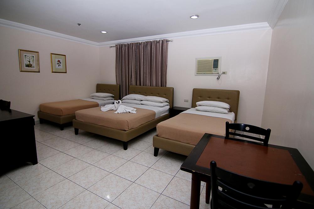 Superbe Family Room   4 Adults   Guestroom Century 21 Hotel ILOILO