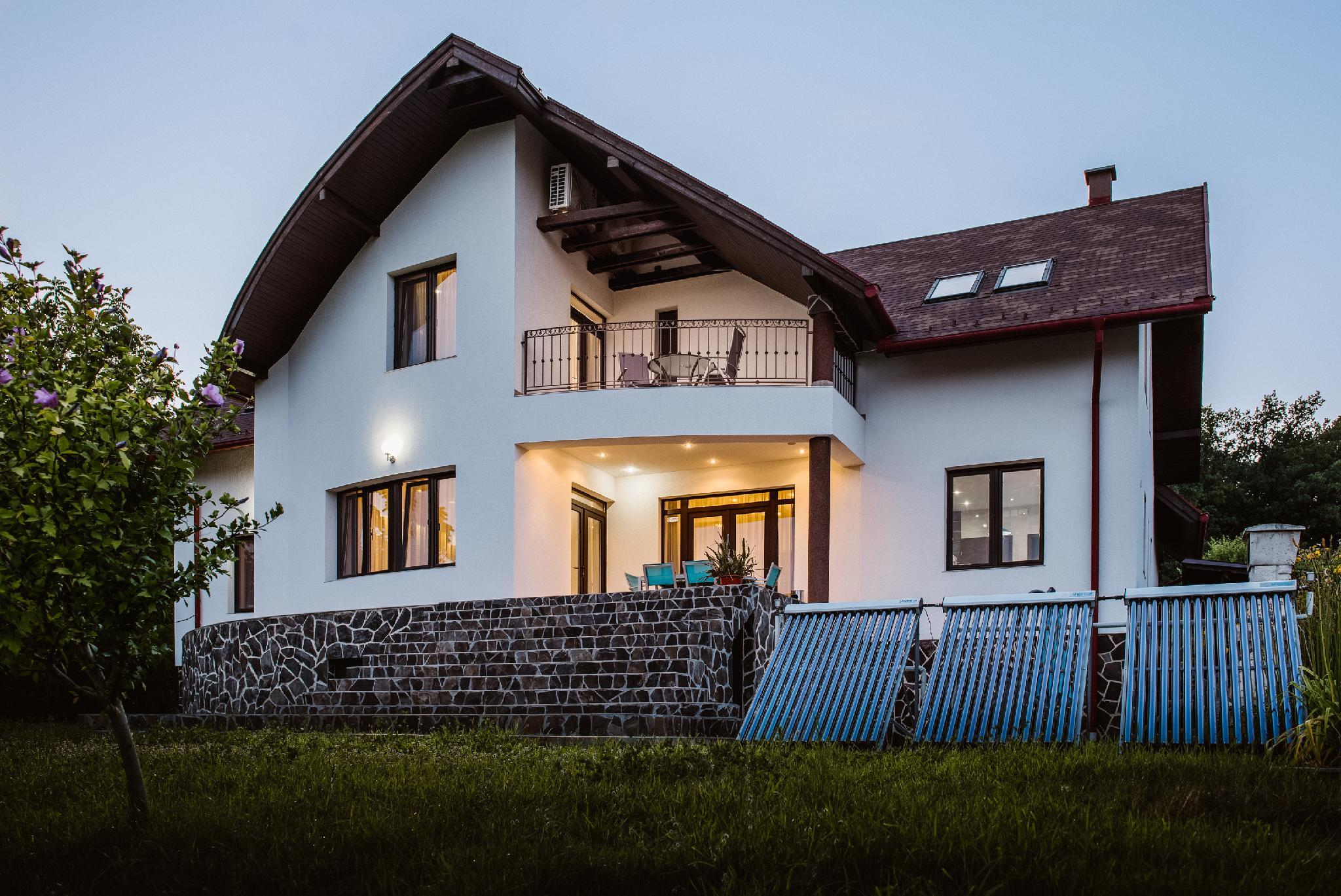 Luxury Villa, 4 Bedrooms, Sauna, Mountainside