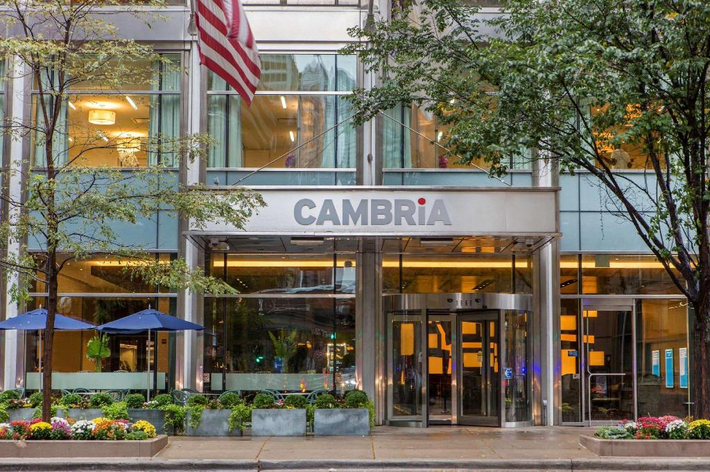 Exterior view Cambria Hotel Chicago Magnificent Mile