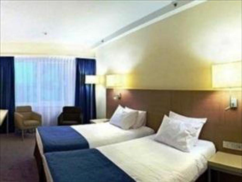 Standard Twin Bed Holiday Inn St. Petersburg Moskovskye Vorota