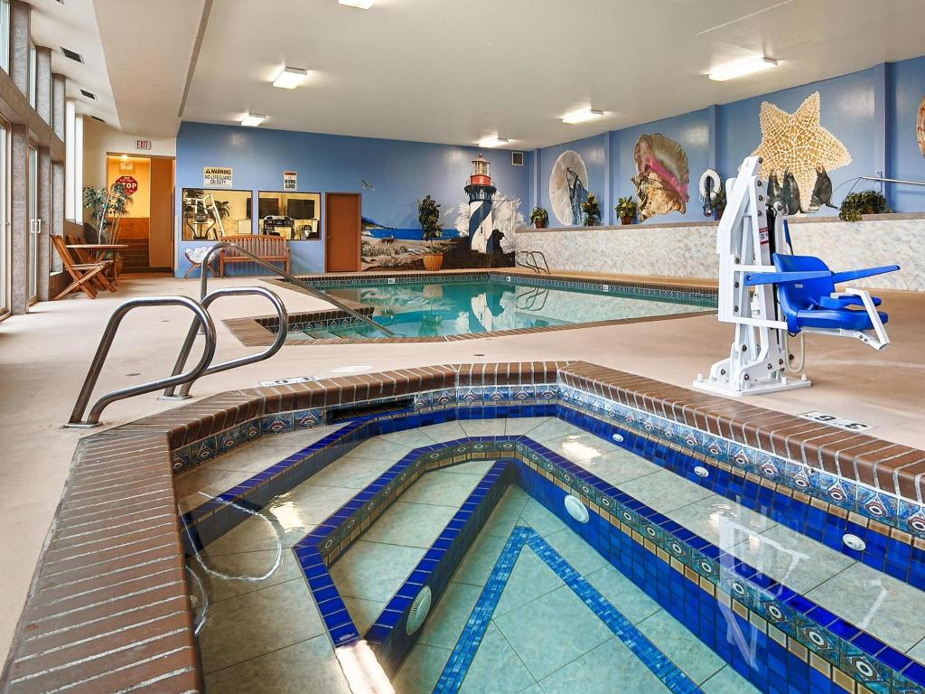 Swimming pool Best Western PLUS Holiday Hotel