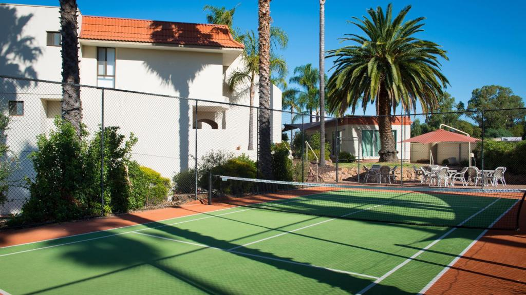 Tennis court Capri Waters
