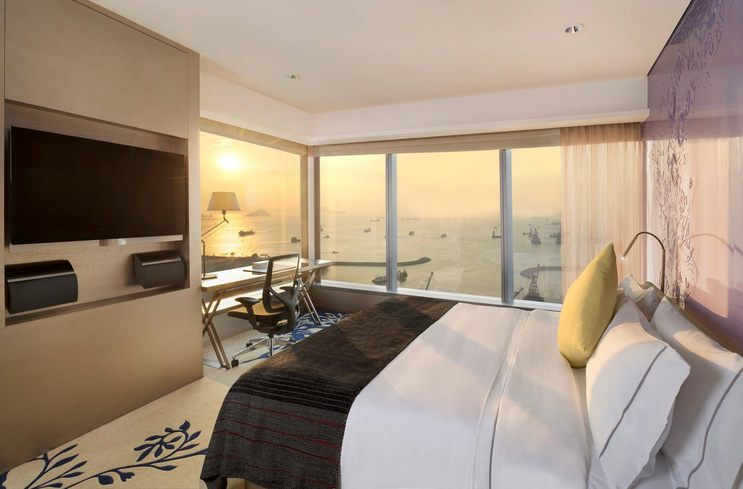 Marvelous Suite, Suite, 1 King, Oceanfront, Corner room