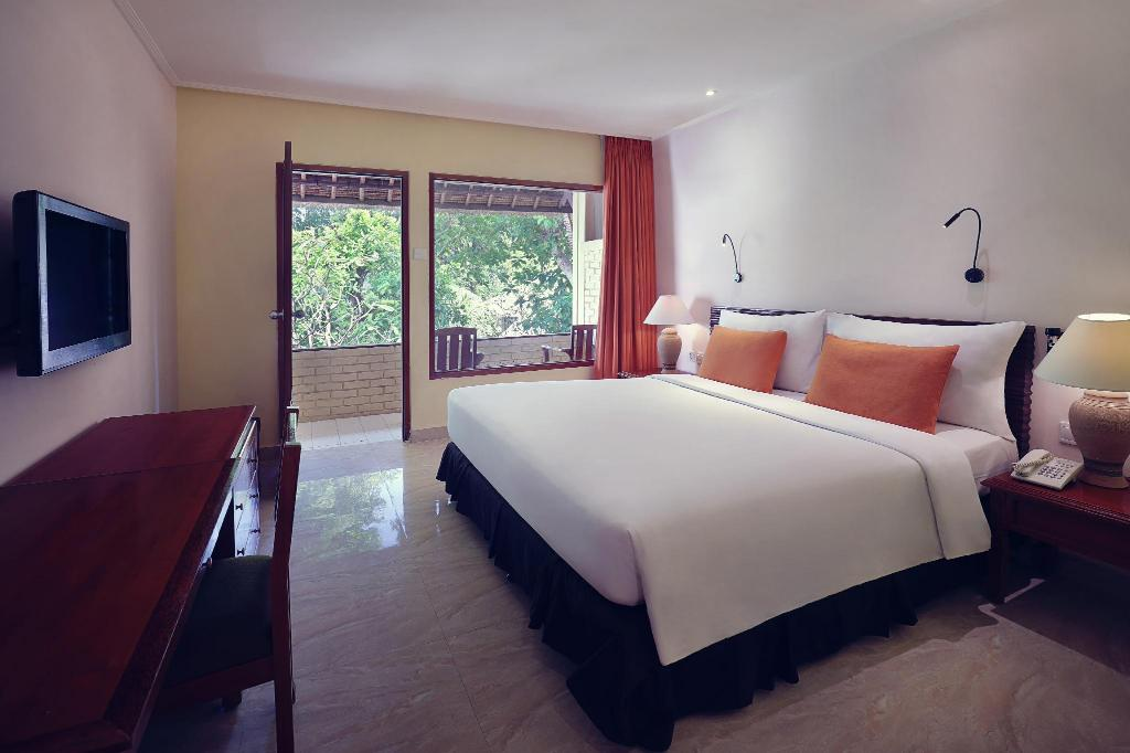 Superior King Room - Bed Mercure Resort Sanur