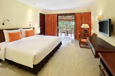 Deluxe King Room - Bed Mercure Resort Sanur