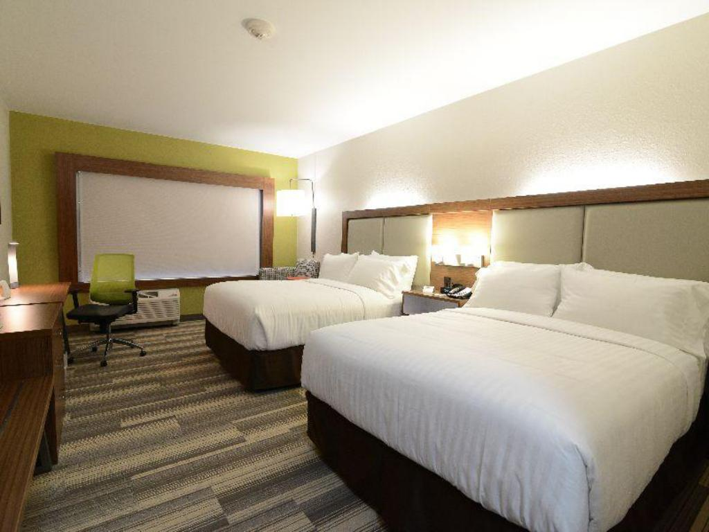 2 Bed Suite Non-smoking Holiday Inn Express & Suites Chicago North Shore - Niles