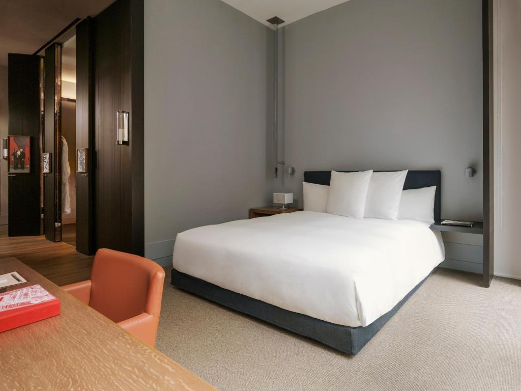 1 King Bed Andaz 5th Avenue-a concept by Hyatt