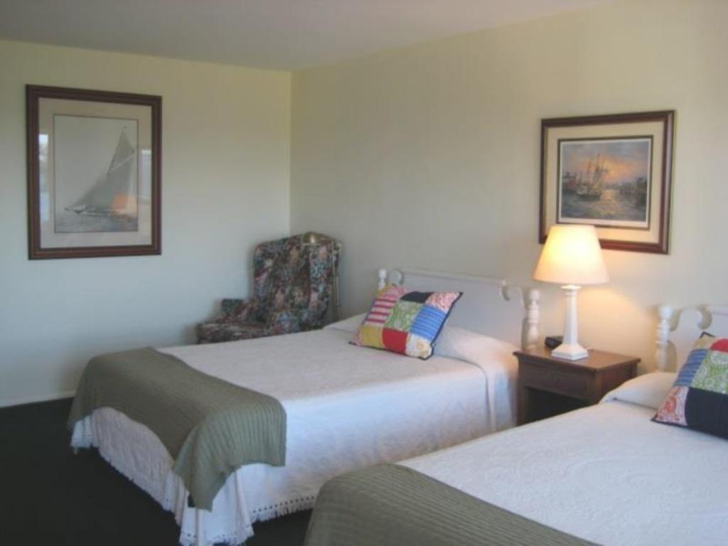Room with 2 Double Beds Bay Inn of Petoskey