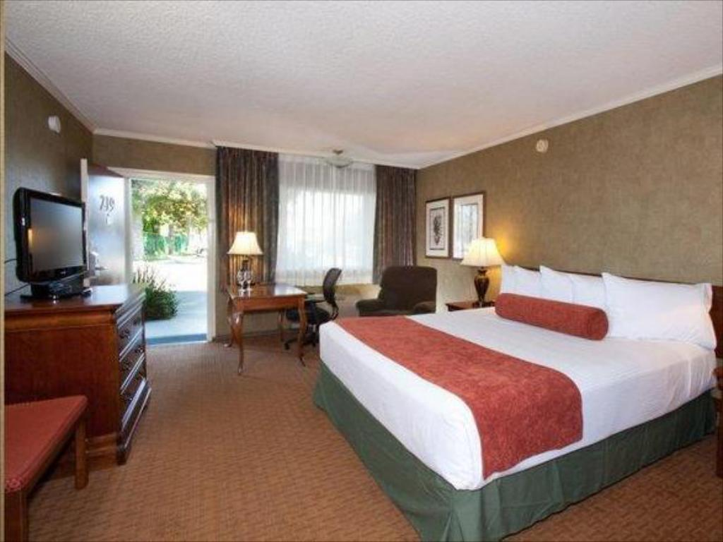 See all 6 photos Best Western PLUS Black Oak