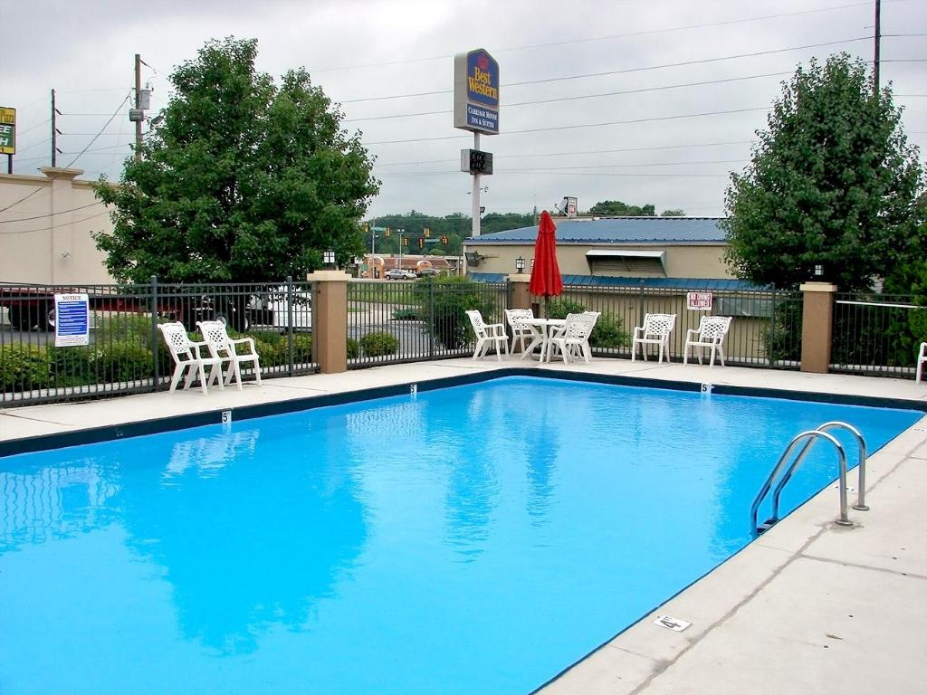 Swimming pool Best Western Carriage House Inn and Suites