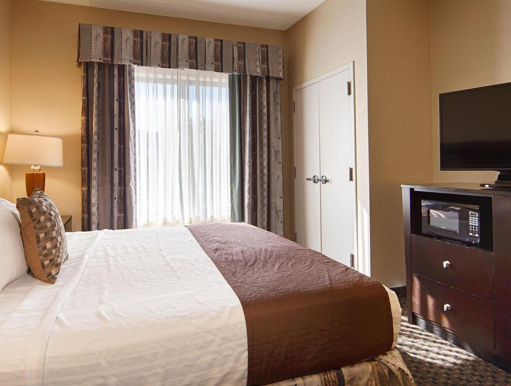 King Bed Best Western Plus Castlerock Inn and Suites
