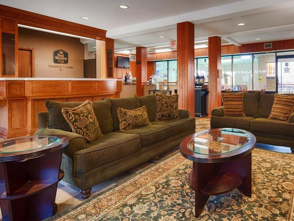 Лоби Best Western Plus Dunkirk and Fredonia Inn